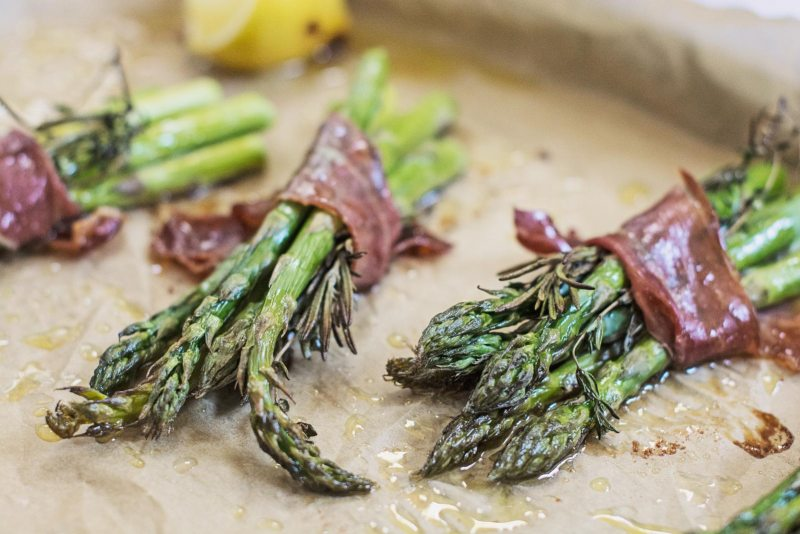 Roasted Asparagus with Prosciutto recipe from @LittleFiggyFood
