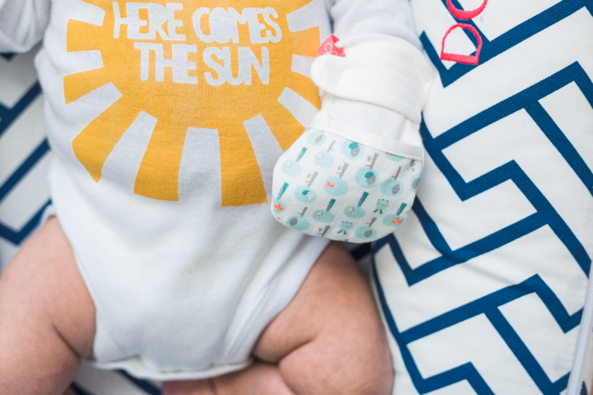 goumikids-baby-mitts-review-5