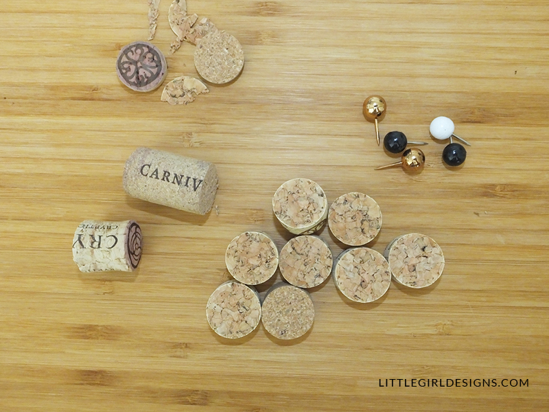 What a cute way to use up wine corks and make a Halloween & Thanksgiving themed decoration! Love this!