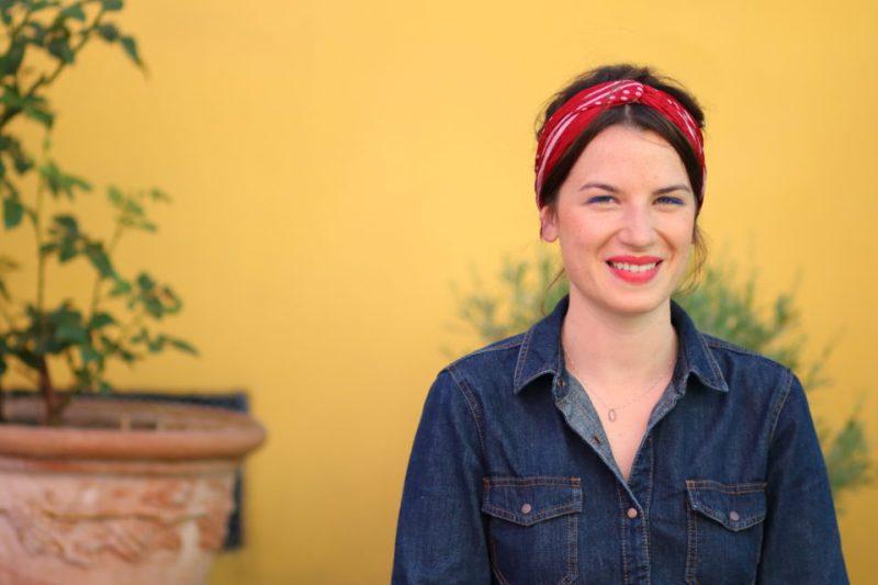 Ce mois-ci, c'est Eléna du blog Elena sans H qui est à l'honneur ! Cette plume engagée habite Paris et, du haut de ses 27 printemps, elle a repris des études en économie sociale et solidaire