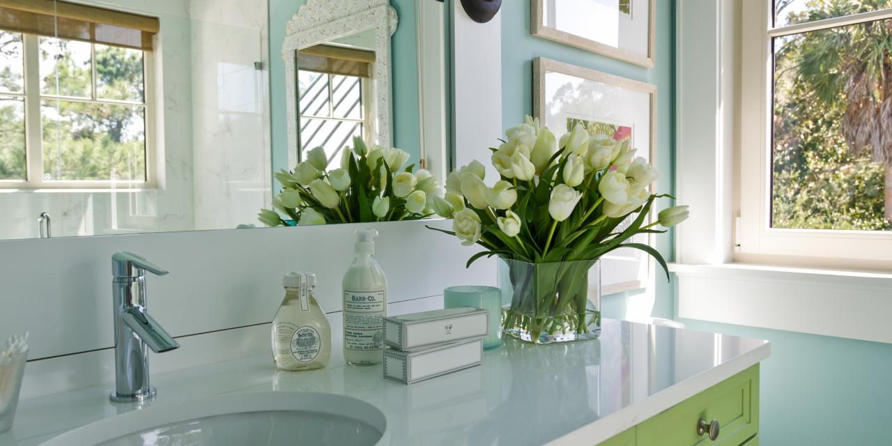 How To Make The Most Out Of A Small Bathroom Little