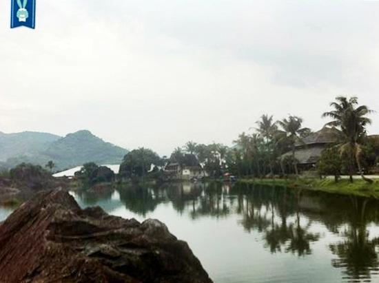 Kampung Batu Alam Sejuk di Balik Serumpun Batu