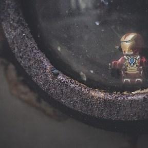 Iron man et le hublot rouillé