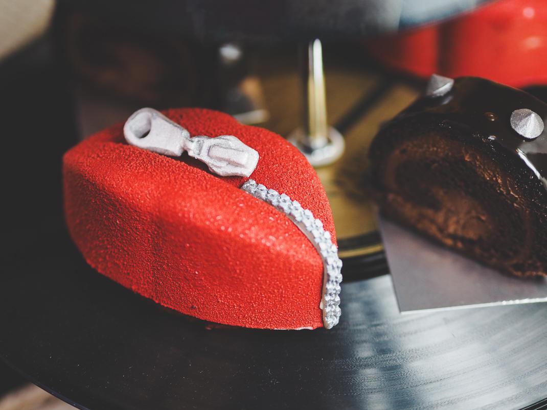 punk lips cake
