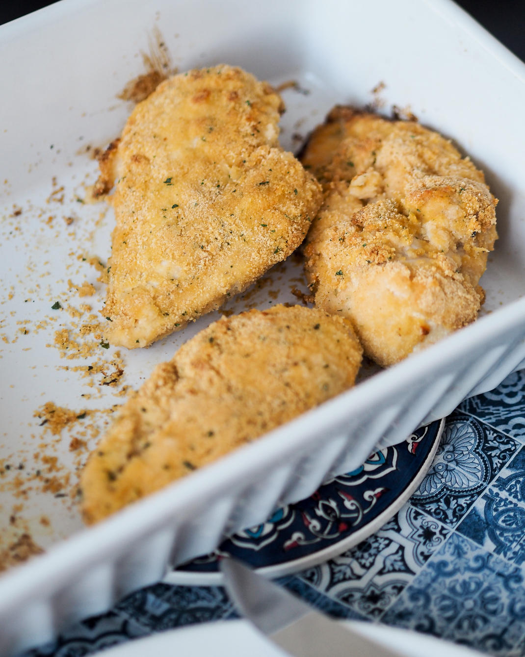 chicken breaded with garlic and parsley