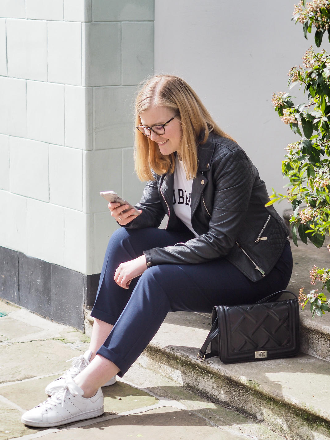 blogger on her phone