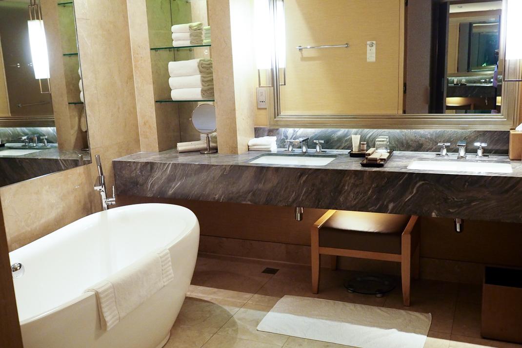 marina bay sands hotel bathroom