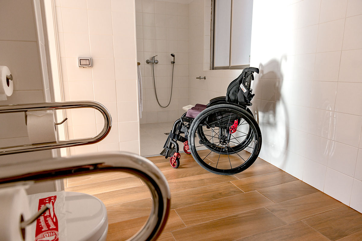 Wheelchair-accessible bathroom with roll-in shower