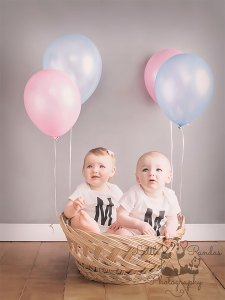 twins 1st birthday with balloons
