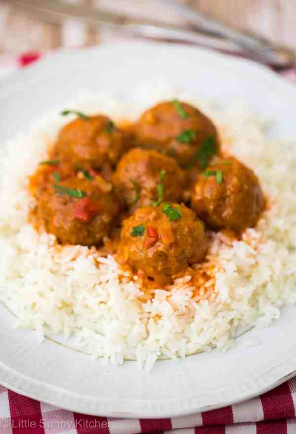 Beef meatballs with oregano tomato sauce and rice… An incredibly delicious and easy dinner!