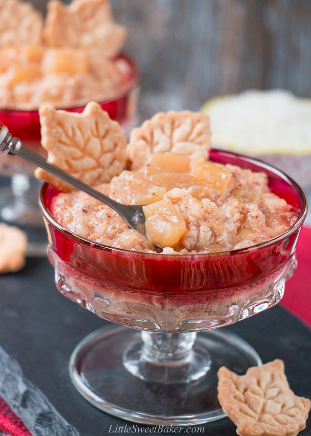 All the flavors of an apple pie in a creamy rice pudding. Can be made in an Instant Pot/pressure cooker or stovetop method. #applecinnamon #ricepudding #recipe #Ad #cookwithrice