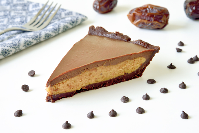 Vegan Salted Date Caramel Chocolate Pie