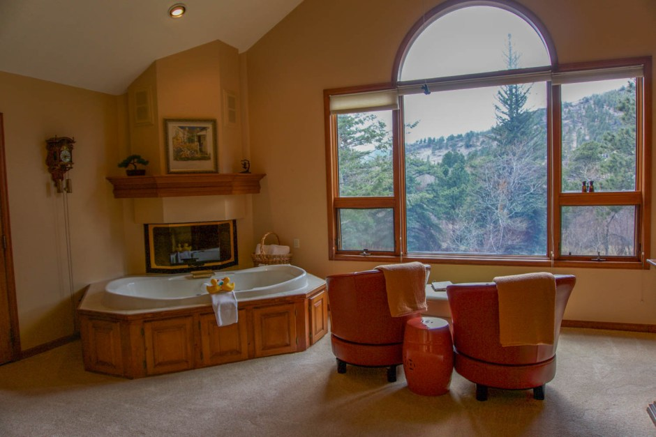 Jetted Tub - Romantic Getaway Mountain Retreat