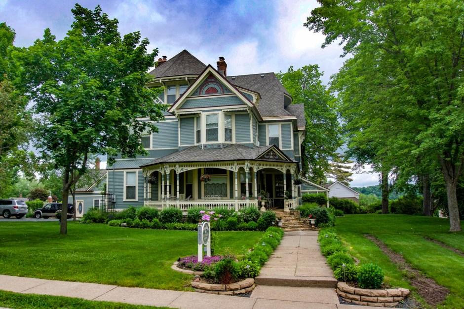 Aurora Staples Inn - Stillwater Minnesota Small Town