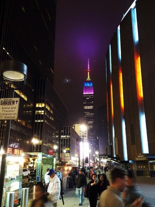 strahlt täglich in anderen Farben: Empire State Building