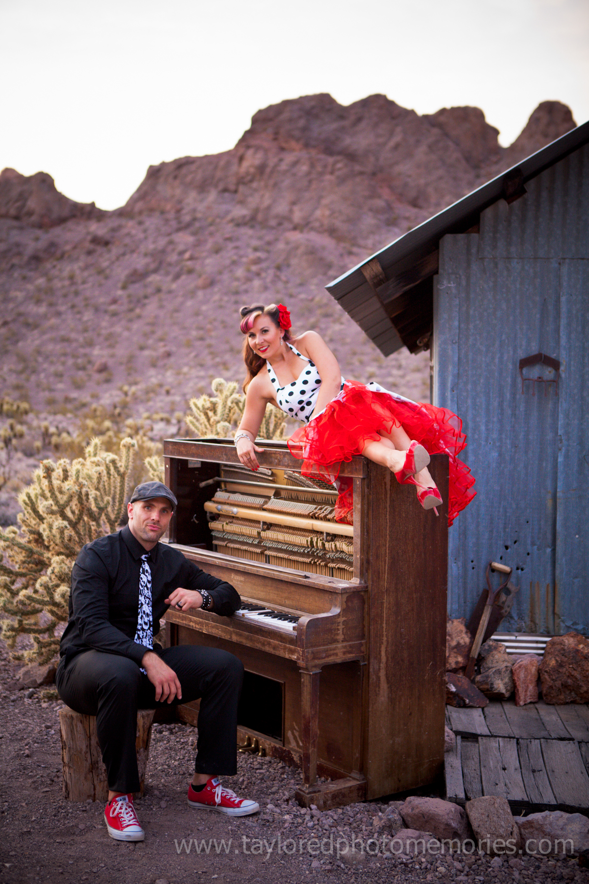 A Polkadotted Pinup Style Couples Session At Eldorado