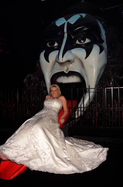 Vegas Weddings Kiss