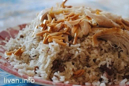 Курица с рисом, миндалем и кедровыми орешками (Djaj mah Ruz)