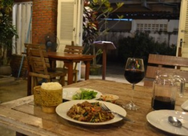 Pha khao Lao Restaurant, Vientiane Riverside Night Market Area, Saturday Night