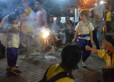 Loy Krathong at Benjasiri Park - Sukhumvit Queens Park - Local Expats