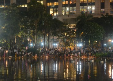 Loy Krathong at Benjasiri Park - Sukhumvit Queens Park - Krathongs Below Emporium