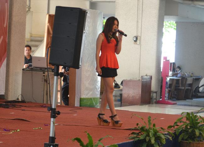 Singing at Sripatum University, Bangkok Student Life in Southeast Asia