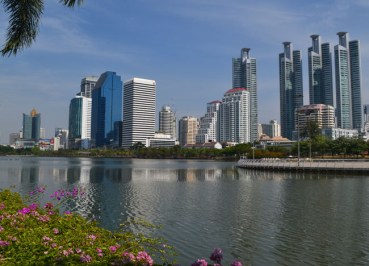 Life in Southeast Asia - Cycling in Benjakiti Park Bangkok - Rajada Lake