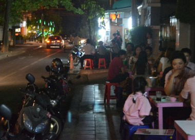 Roadside Barbecues, Cost of living in Bangkok on a Budget, Sukhumvit area