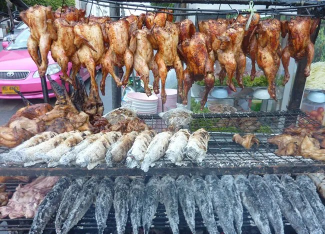 Life in Southeast Asia - Bangkok Roadside Barbecues - Central World Pla Pao