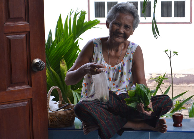 Happy Granny, What is Betel Nut Chewing in Thailand, Southeast Asia
