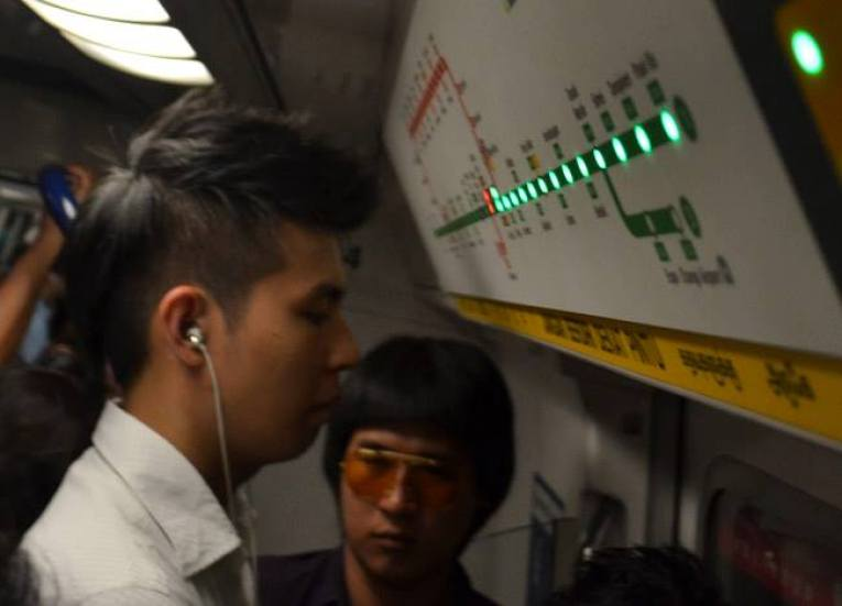 Singapore MRT Train, Where to Stay in Singapore on a Budget