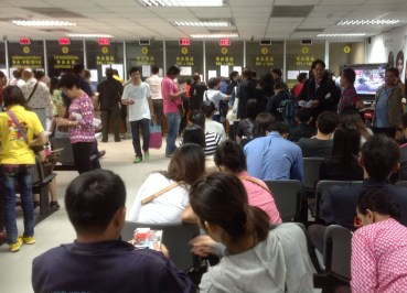 Queuing for VISA, Chinese VISA Application in Bangkok, Travel to China
