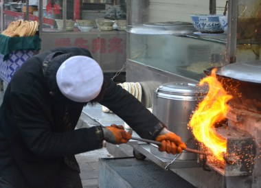 Early Morning Eating in Xian Muslim Quarter, Street Food and Restaurants