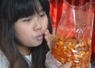 Bag of Chill Nuts, Eating in Xian Muslim Quarter, Street Food