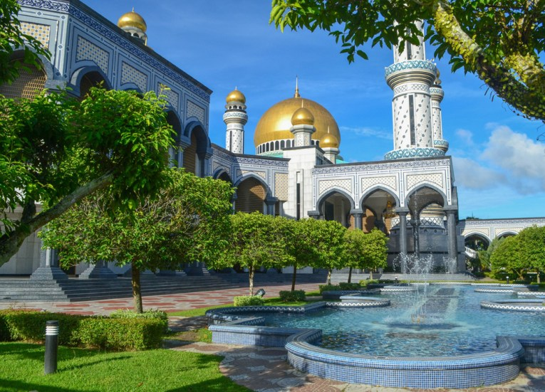 Jame Asr Mosque, Best Southeast Asia Travel Blog