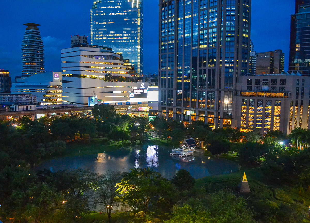 Benjasiri Park, Review Bangkok Marriott Marquis Queen's Park Em District