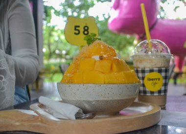 Mango Bingsu, Asian, Chinese Food on Nimman Road Chiang Mai Thailand