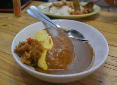 Omelette Curry. Best Restaurants in Nimman Chiang Mai Nimmanhemin Road