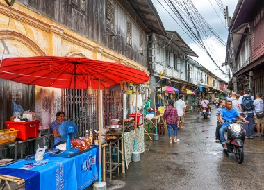 Riverside Walking Street of Chanthaburi, Travel in Eastern Thailand
