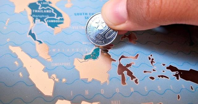 How a Scratch-off Travel Map Can Help with Travel Tracking