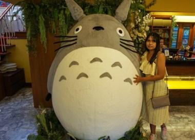Fung fing Girl, Bangkok Totoro Cafe Restaurant Sukhumvit 29