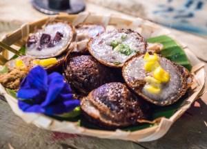 Khanom Krok Cakes, Thai Street Food Backpackers Favourite Snacks in Thailand