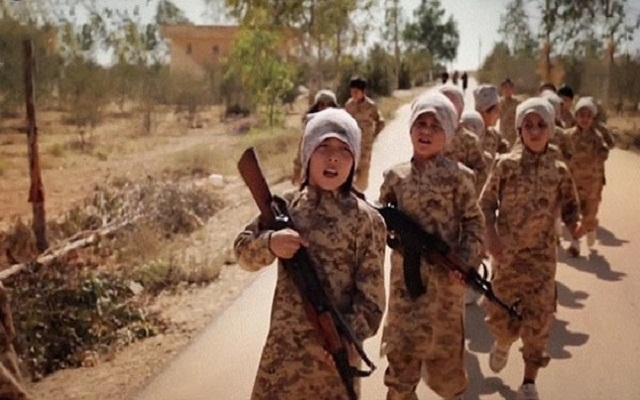 LLL - Live and Let Live - ISIS militants force 800 kids to join the battle for Mosul