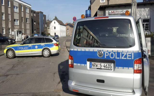 LLL-Live Let Live-Imigrant robber takes 2 bank workers hostage after a robbery at a bank in Duisburg