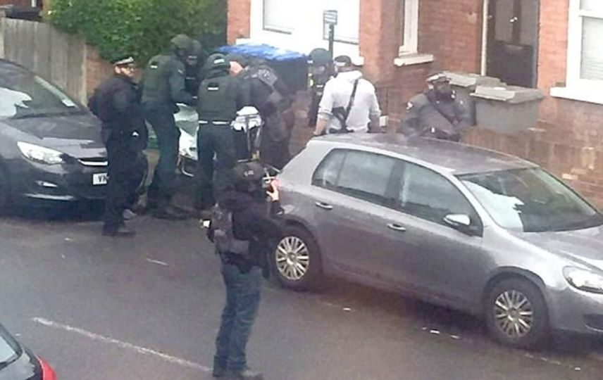 LLL-Live Let Live-British police on high alert after 'active' bomb and knife attacks foiled 1