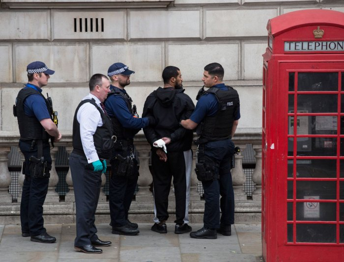 LLL-Live Let Live-Man carrying knives arrested near UK Parliament on suspicion plotting act of terrorism 1