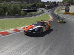 La Porsche Supercup avale le raidillon, attention à ne pas couper pour le Safety Rating
