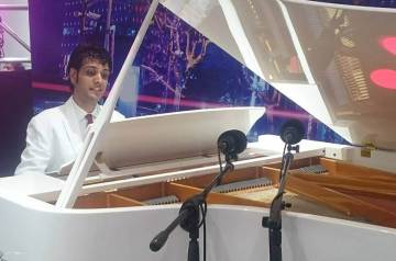 Hire Pianists for Weddings