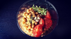 Kichererbsen-Pesto Zutaten im Mixen