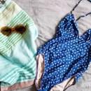 Grüne Libelinge im August 2017: Hamamtuch, Badeanzug und Sonnebrille